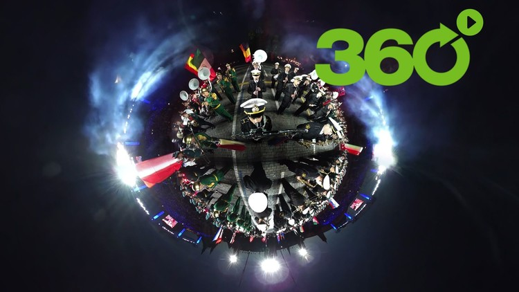 Acomódese en la Plaza Roja: Festival de bandas militares Torre Spásskaya en 360º