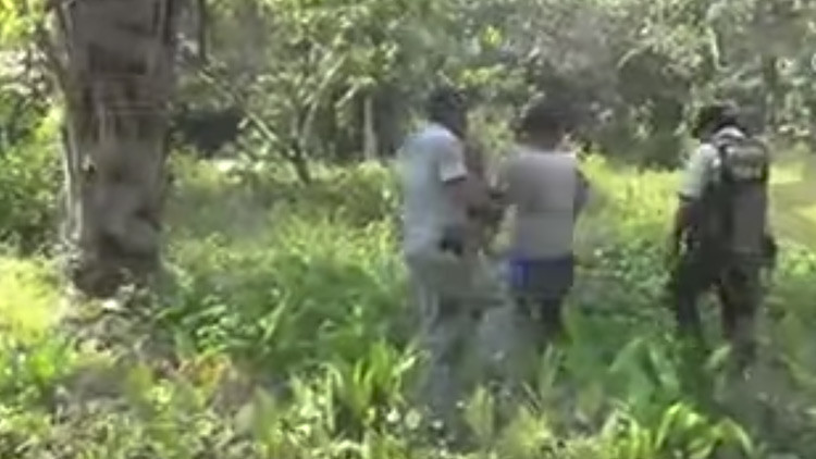 Video: Un presunto asesino se da a la fuga durante la reconstrucción de los hechos