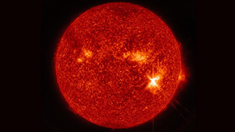 """""""Una fulguración de fuerza única"""": el Sol lanza su mayor llamarada en más de una década"""