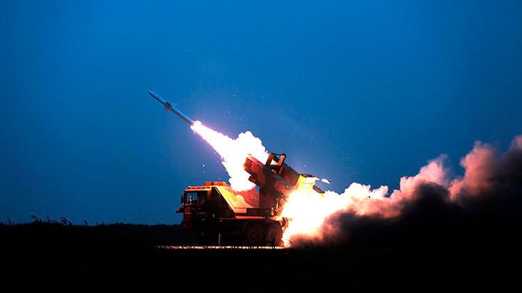 """China efectúa maniobras con fuego real para prevenir un """"ataque sorpresa"""""""