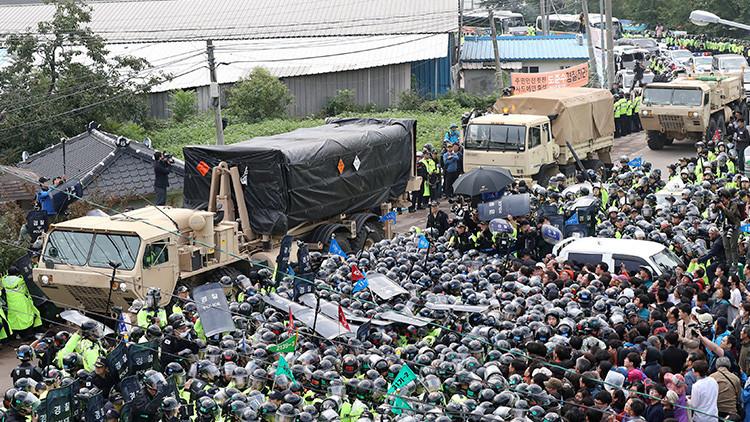 VIDEO: Cientos de personas se enfrentan a la Policía en Corea del Sur por el THAAD