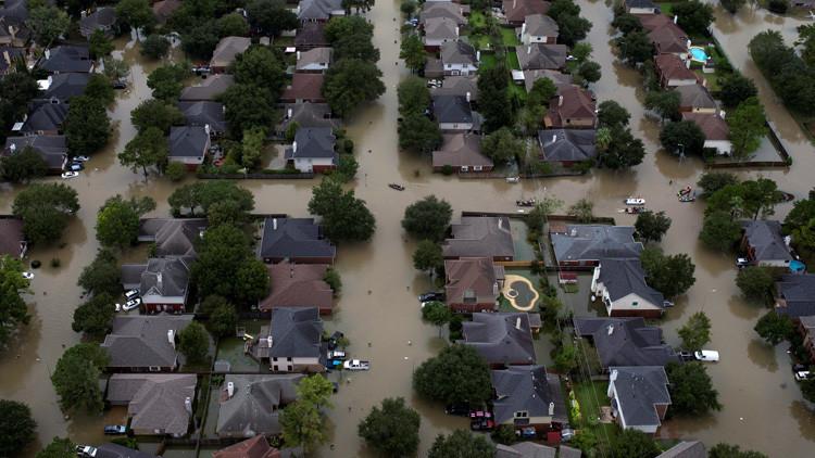 """Líder religioso acusa a la comunidad gay de haber """"generado"""" el huracán Harvey"""