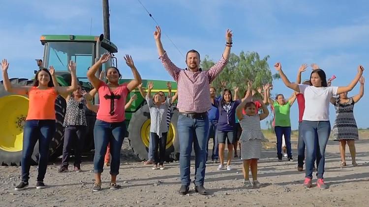 Alcalde mexicano rinde su primer informe anual al ritmo de 'I Will Survive'