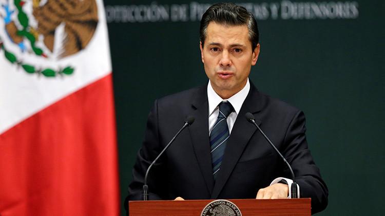 VIDEO: Enrique Peña Nieto muestra en su celular las imágenes del terremoto que él mismo grabó
