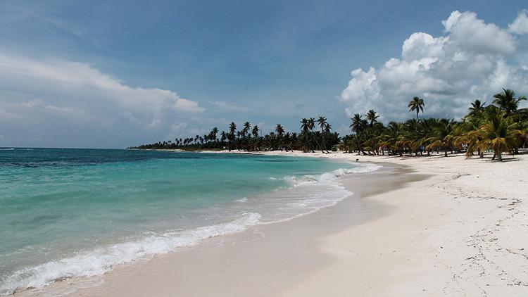 VIDEO: Turistas se bañan en una playa de República Dominicana a pesar de alertas por el huracán Irma