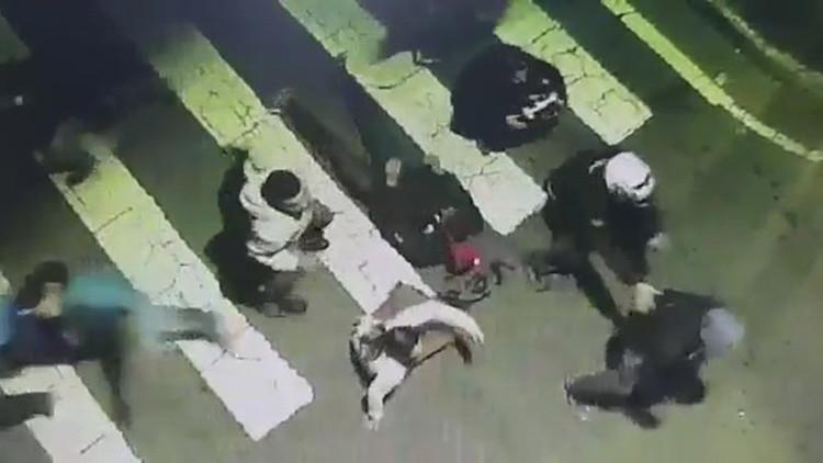 FUERTES IMÁGENES: Cuatro personas mueren arrolladas cuando socorrían a un motociclista