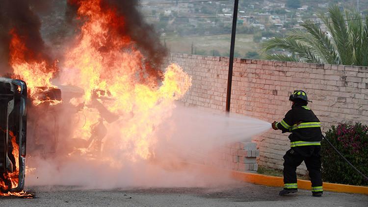 VIDEO: Se incendia autobús que transportaba a un club del fútbol mexicano