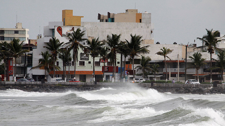 Alerta roja en Veracruz y Puebla por el huracán Katia