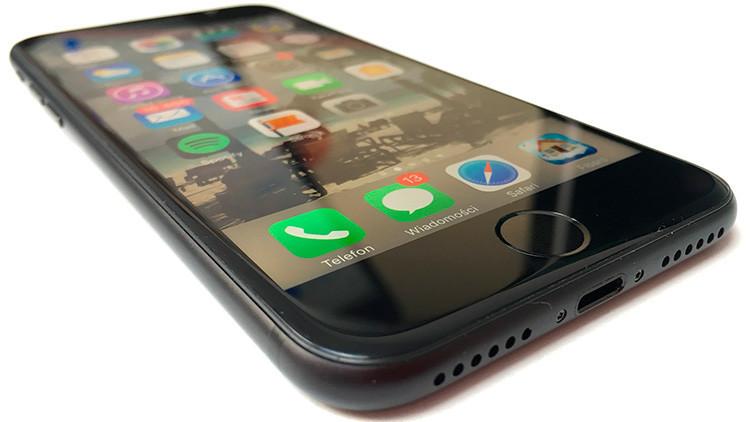 Perfora su iPhone 7 para conectar los auriculares (¡y funciona!)