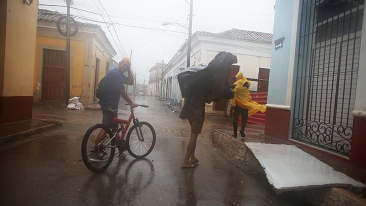 El huracán Irma baja a categoría 3, pero se espera que aumente su fuerza