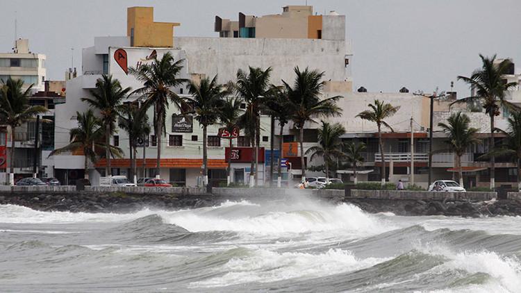 México reporta dos víctimas mortales por el huracán Katia
