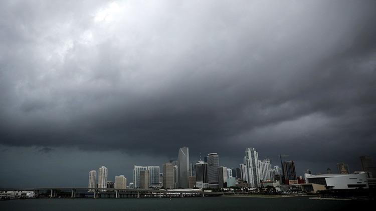 Nueve condados de Florida bajo alerta de tornados mientras se acerca el huracán Irma