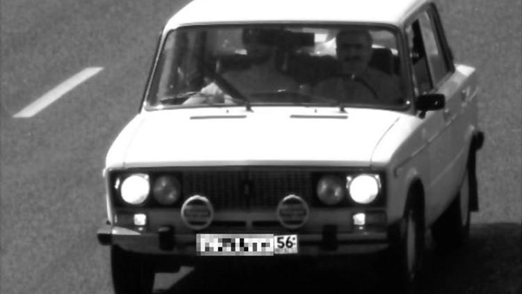 Sorpresa en la fotomulta: ¿Jesús y Stalin en el mismo auto?