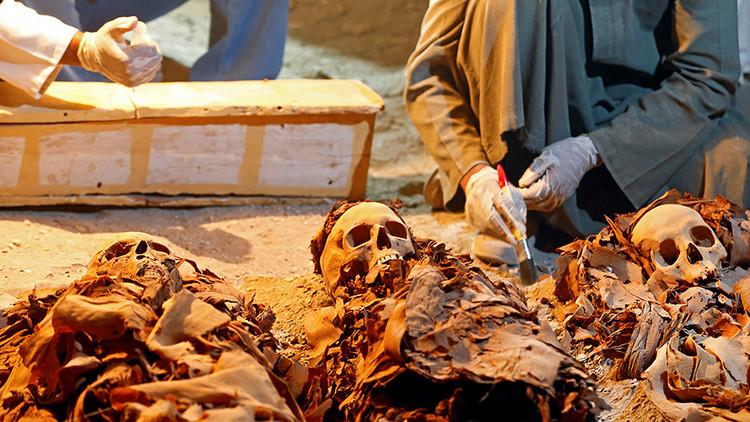 FOTOS: Hallan en Egipto una tumba repleta de momias y de joyas de más de 3.000 años de antigüedad
