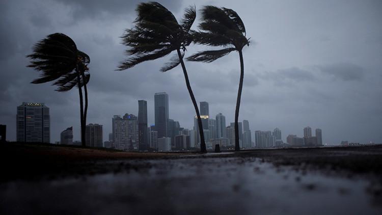 El huracán Irma gana fuerza y alcanza de nuevo la categoría 4