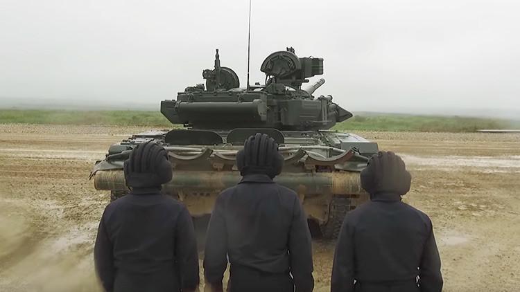 VIDEO: Así se siente dar un paseo en el potente tanque ruso T-90