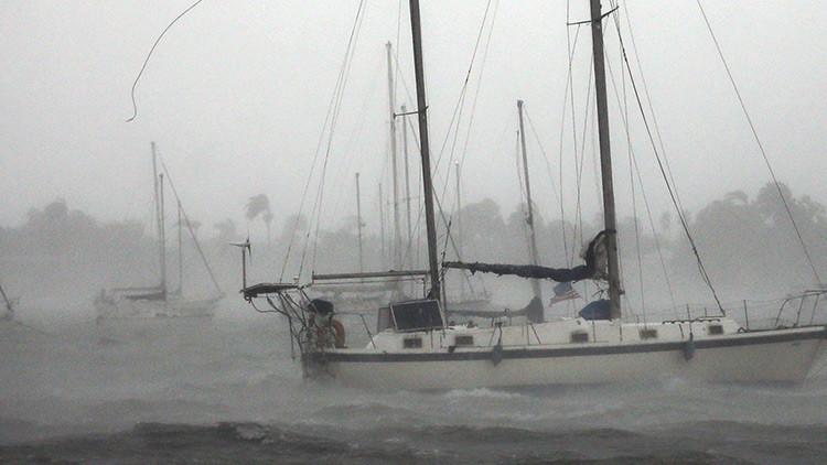 VIDEO: Un marinero transmite en vivo desde su barco la llegada del huracán Irma