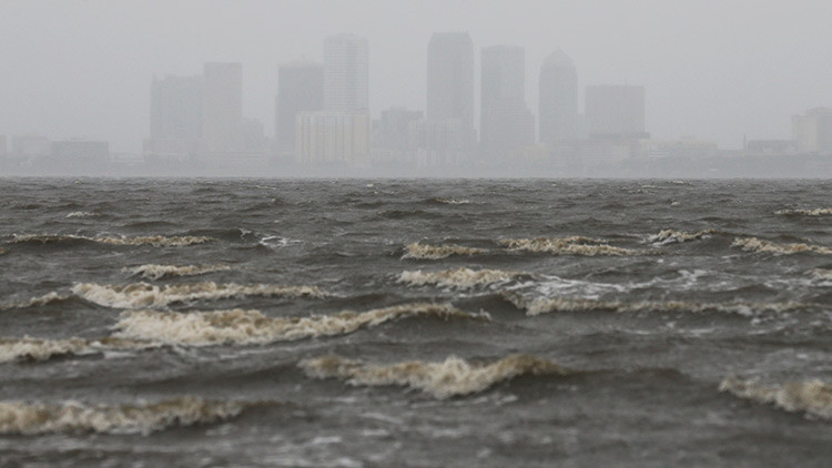 VIDEO: Los vientos del huracán Irma alejan el agua de la costa en Florida