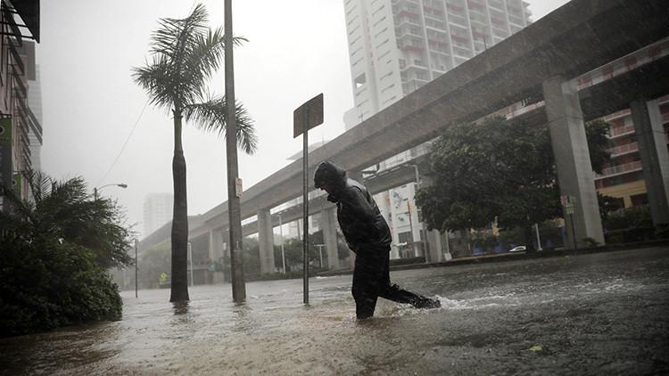 VIDEOS: El huracán Irma arranca azoteas de cuajo y 'enloquece' a las grúas en Florida