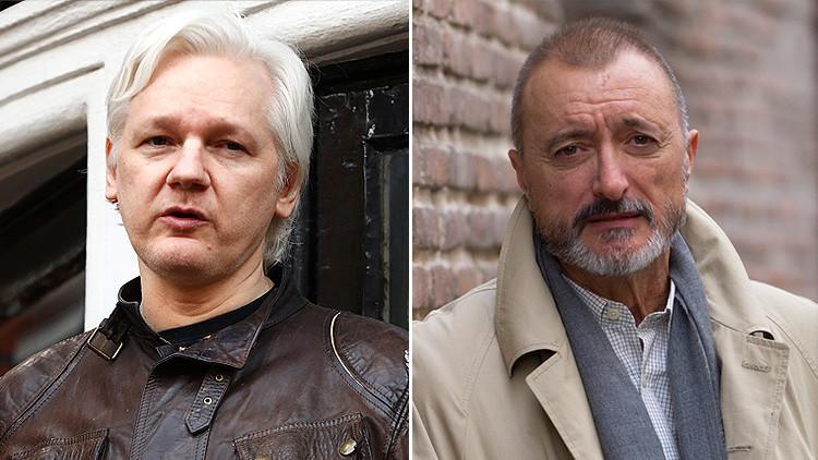 """Es usted un perfecto idiota"": Pérez-Reverte arremete contra Assange por un tuit sobre Cataluña"