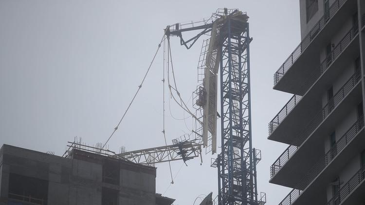 Videos y foto: Grúas de construcción se convierten en una amenaza en Miami con el paso de Irma