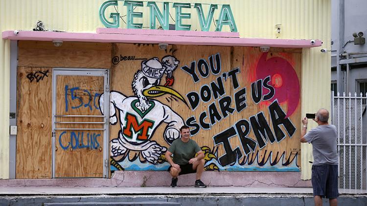 """""""Nadie nos saca de nuestra casa"""": Miles de estadounidenses 'ahuyentan' a Irma con armas de fuego"""