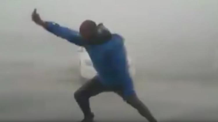 ¿Quién es este popular cazador de tormentas y qué hace en el huracán Irma?
