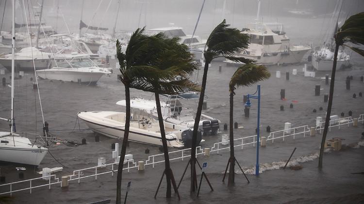 """""""Ciudad fantasma"""": Un español desafía al huracán Irma a bordo de un velero en Florida"""