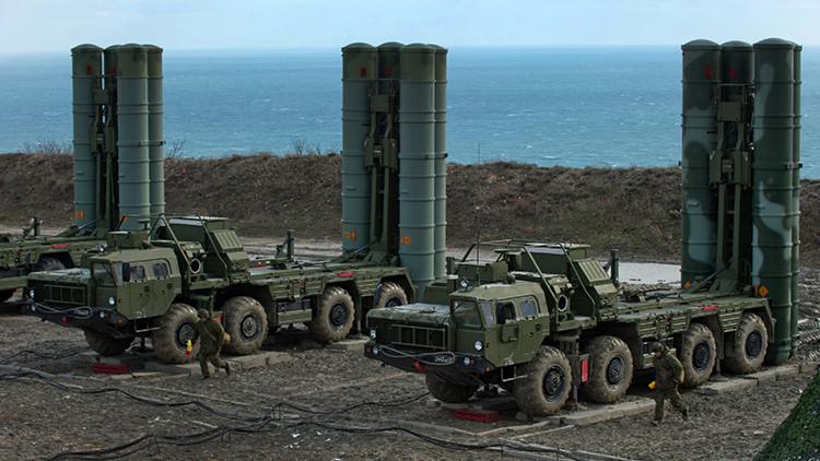 Turquía firma con Rusia el contrato de compra de los sistemas antiaéreos S-400