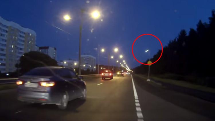 Video: un meteoro de la constelación de Perseo ilumina el cielo de San Petersburgo
