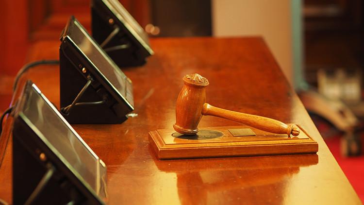 Condenan a 7 meses de cárcel a un padre que cacheteó a su hija adolescente por volver tarde a casa