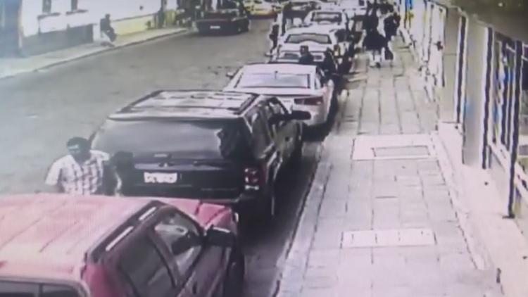 Alerta: Nueva modalidad de robo a vehículos (VIDEOS)