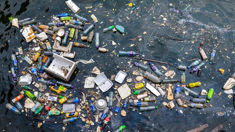 Descubren en pleno Pacífico una nueva isla de plástico del tamaño de México
