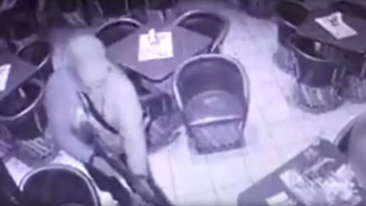 Hombres fuertemente armados matan a cinco personas en un bar de México (VIDEO+18)