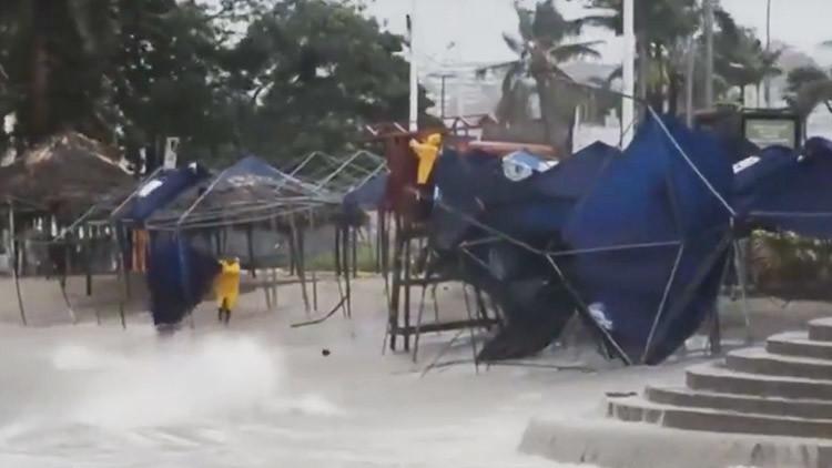 Primeras imágenes: El huracán Max azota la costa pacífica de México (VIDEO)