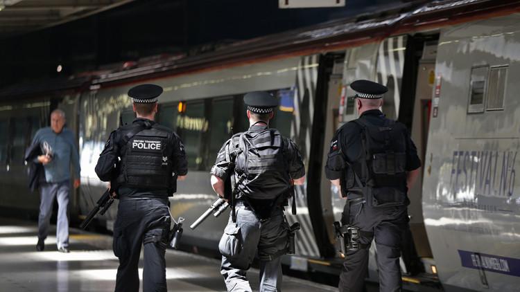 Video: Detienen a un hombre armado con un cuchillo en Birmingham