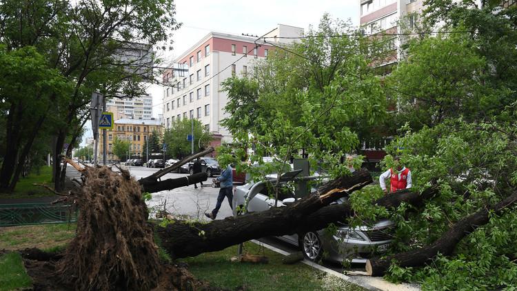 Una gran tormenta azota Moscú y causa heridos y daños (FOTOS)