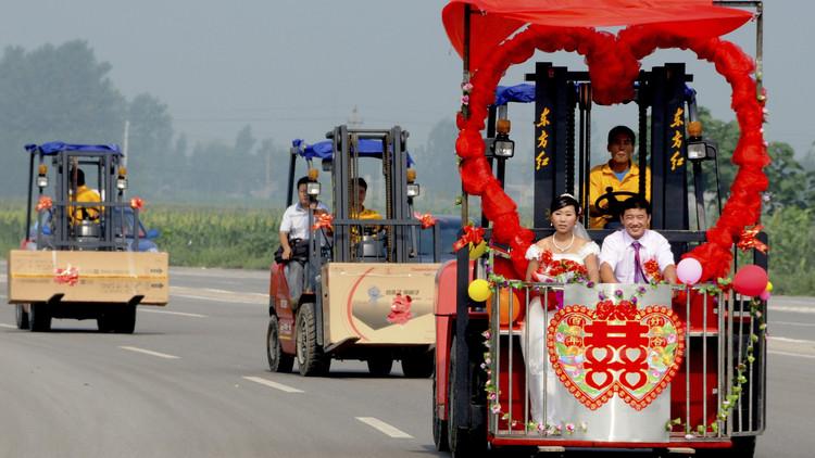 El increíble vínculo entre el matrimonio y el permiso para conducir en China