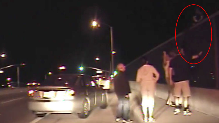 VIDEO: El heroico policía que fue apuñalado siete veces por el suicida al que intentaba salvar