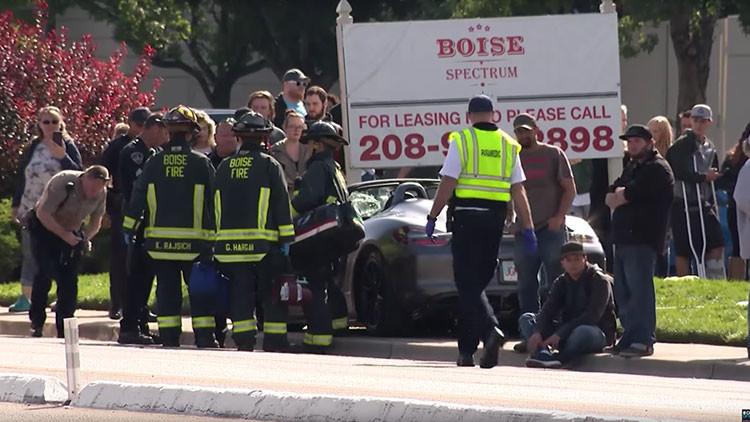 Un Porsche atropella a una decena de espectadores en una exhibición de autos deportivos (VIDEOS)