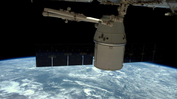El carguero Dragon de SpaceX completa su misión y parte de la EEI