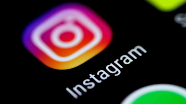 Instagram, acusado de discriminación tras censurar tierna imagen de una madre con su hijo (FOTO)