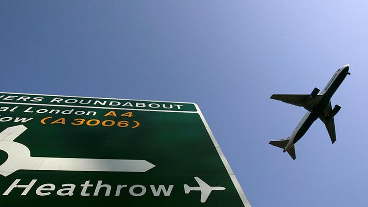 """Con el """"corazón en la boca"""": Dos aviones vuelan a escasos metros de distancia (FOTO)"""
