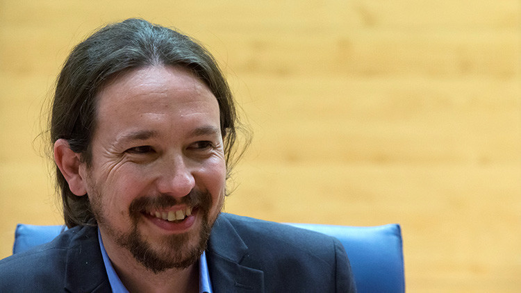 """""""¿Ha llamado el dueño?"""": El curioso cambio de un titular de 'El País' sobre Pablo Iglesias"""