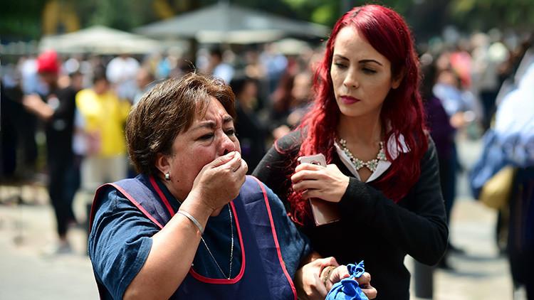VIDEO: Residentes de Ciudad de México huyen despavoridos de un edificio tras el fuerte terremoto