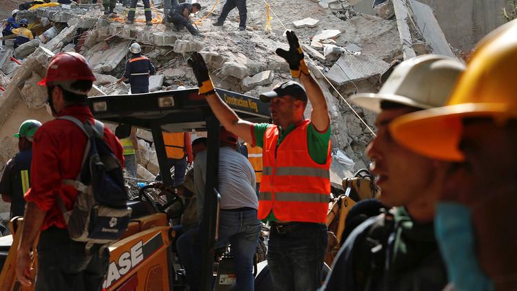 VIDEOS: El método de los rescatistas para hallar sobrevivientes del terremoto en México