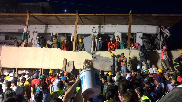 Al menos 21 niños murieron en escuela primaria derribada por el terremoto en Ciudad de México