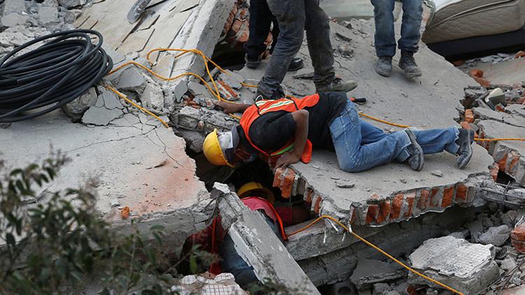 VIDEO: El dramático rescate de los niños atrapados en un colegio derrumbado por el terremoto