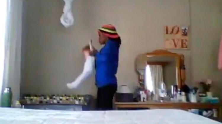 Una niñera maltrata a una bebé y la arrestan gracias a este video