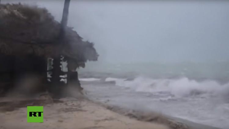 VIDEO: El huracán María avanza con fuertes vientos sobre las paradisíacas playas de Punta Cana